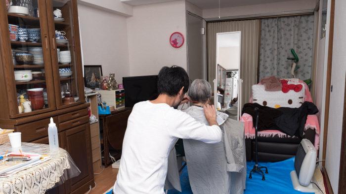難病指定で療養中の方への出張カットの写真