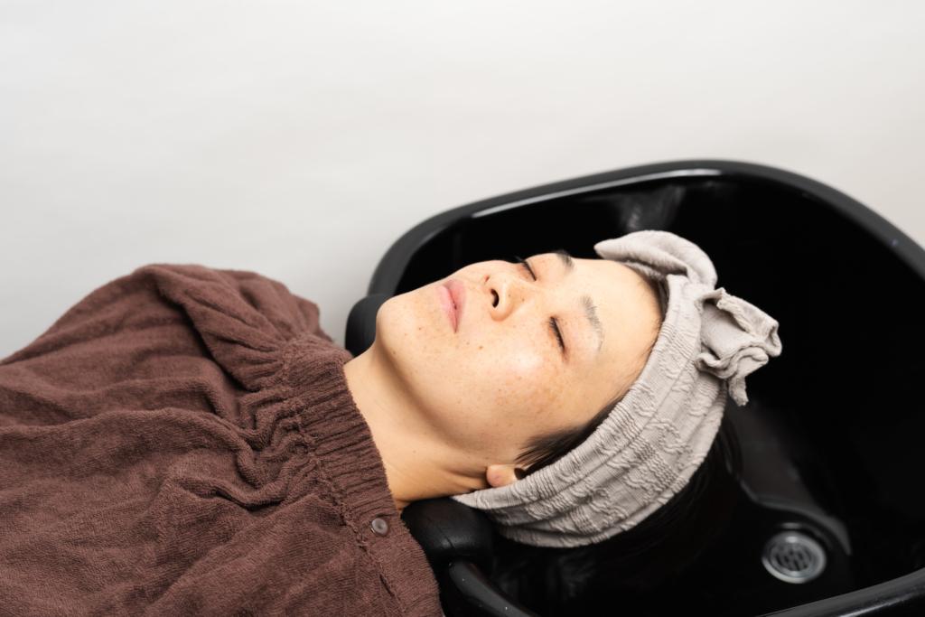 ポータブルシャンプー台に寝ている写真